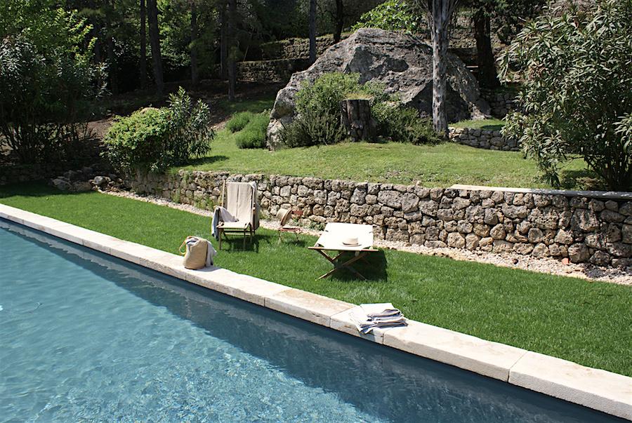 Piscine bassin provencal allee de jardin carrossable - Plantes bassin de lagunage aixen provence ...